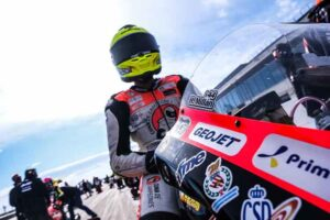 'SuperHugo' volvió a demostrar su gran talento encima de su montura (Honda) en una prueba del Mundial Junior de motociclismo.