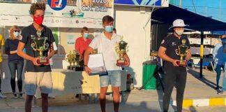 El deportista del Real Club Marítimo y Tenis Punta Umbría, en el primer puesto del podio.