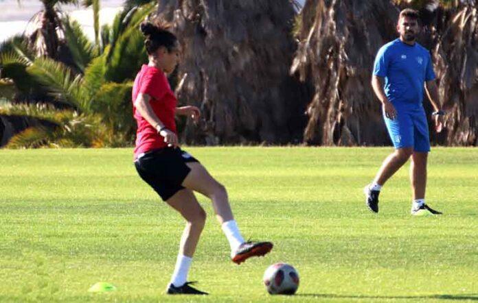 El Sporting de Huelva trabajará en Lepe sobre césped natural, que será el que se encontrará en Sevlla. / Foto: @sportinghuelva.
