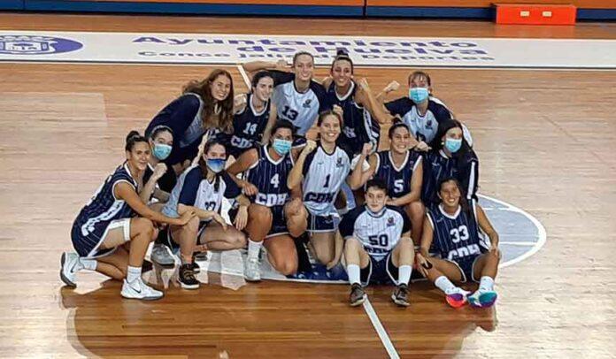 Alegría de las jugadoras del Ciudad de Huelva tras ganar al Náutico de Sevilla y erigirse líderes de su grupo. / Foto: @CiudadDeHuelva.