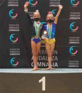 El equipo Benjamín, con Jimena Ruiz y Claudia Pacheco, campeón de Andalucía.