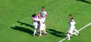 Los jugadores del Recre celebran el segundo tanto anotado por Alberto Quiles. / Foto: Captura Footers.