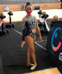 Yolanda López, con la medalla de bronce obtenida en San Fernando.