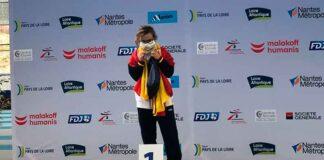 Blanca Betanzos en el podio con el primer oro que logró en Nantes en los 60 metros. / Foto: @FEDDI_DI.
