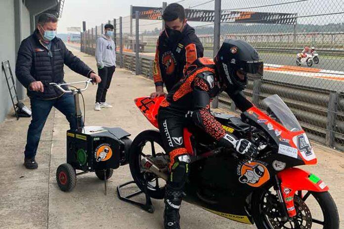 'Superhugo' concluyó estos test con más de 160 giros al circuito de Cheste, alcanzando tiempos de carrera de la pasada temporada.