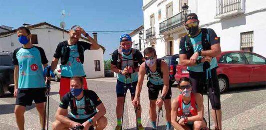 Luis Flores junto a los 'runners' que le han acompañado durante el Desafío.