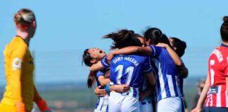 Las jugadoras del Sporting celebran el gol de Sandra Castelló que a la postre les dio el triunfo. / Foto: www.lfp.es.