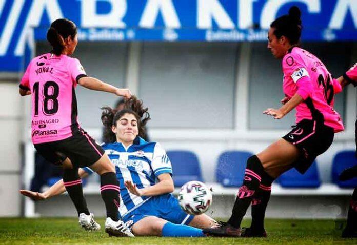 Yoko Tanaka y Sandra Castelló tratan de hacerse con la pelota ante la local Patri López. / Foto: www.lfp.es.
