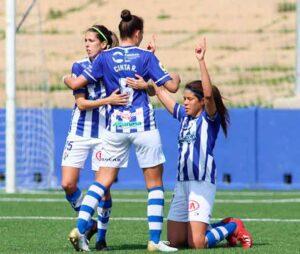 Las jugadoras del Sporting de Huelva celebran el segundo gol, obra de Dany Helena. / Foto: www.lfp.es.