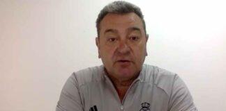 Carlos Pouso, entrenador del Recre, habló del partido que tiene que disputar su equipo ante El Ejido. / Foto: Captura imagen Recreativo de Huelva.