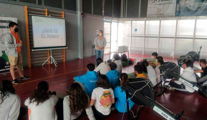 Un momento de la sesión teórica impartida por técnicos de la Federación Andaluza.