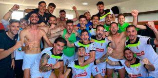 Alegría más que justificada de los jugadores del San Roque tras ganar en Gerena. / Foto: @davidrobador1.