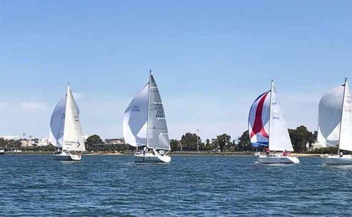 Todo un gran espectáculo fue la cuarta prueba de la VII Liga de Cruceros 'Bahía de Huelva'.