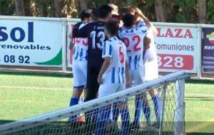 Los jugadores del Bollullos celebran el primer gol, anotado por Clavijo. / Foto: Captura imagen RFAF TV.