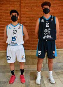 Dos canteranos, Álvaro Orta y Daniel Sánchez, lucieron esas nuevas equipaciones en la presentación de las misma. / Foto: @CiudadDeHuelva.