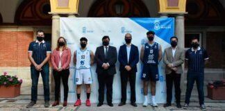 Imagen protocolaria tras la presentación en el Ayuntamiento de la capital de las nuevas equipaciones del Ciudad de Huelva. / Foto: @CiudadDeHuelva.