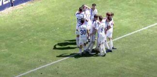 Los jugadores del Recre tras el gol del juvenil Antonio Molina, el único que celebró la afición. / Foto: Captura imagen Footers.