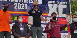 Rubén Palmar, en el primer puesto del podio tras ganar el Campeonato de España.
