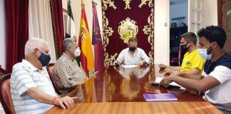 Firma del convenio de colaboración del Ayuntamiento de Aracena con el recién constituido Aracena Club de Fútbol.