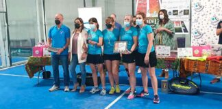 Campeonas del cuadro femenino del I Torneo Solidario de Pádel 'SED Maristas' Huelva.
