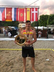 Carlos González Villegas ha sido campeón de Europa de balonmano./ Twitter (@Carlosgv00)