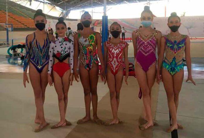 Algunas de las gimnastas del GR Huelva en su doble cita en Dos Hermanas.