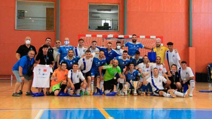 CDS Huelva y su segundo equipo sub 21, tras la final del Campeonato de España de Fútbol Sala para Personas Sordas.