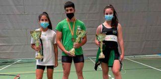 Lucía González, José María Pinzón y Athenea Santana, con los trofeos y medallas obtenidos en el Campeonato celebrado en Salamanca.