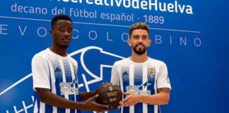 Arona Diawara y Adrià Arjona, presentados este miércoles en el estadio Nuevo Colombino. / Foto: @Franlvarez/@recreoficial.