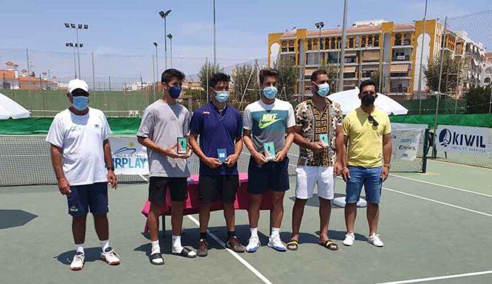 Los primeros clasificados en la segunda prueba del Circuito de Tenis Ferronol en El Portil.