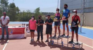 Podio femenino de la V Media Maratón BTT Calañas. / Foto: Huelva Series XCM 2021.