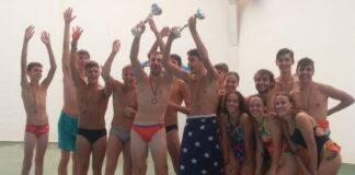 Los componentes del Club Natación Huelva establecieron el récord de la hora con 6.100 metros nadados.