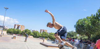 Unos 80 skaters tomaron parte en este evento demostrando sus habilidades haciendo las delicias de los que se acercaron a presenciarlo.