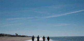 La clase de iniciación al Nordic Walking es un clásico en Islantilla.