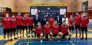 La delegación onubense, junto a los jugadores del Centro de Alto Rendimiento de Madrid donde mantuvo un encuentro con Carolina Marín.