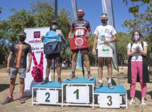 Los tres primeros clasificados en la categoría Máster 60 masculina. / Foto: Ayuntamiento de Huelva.