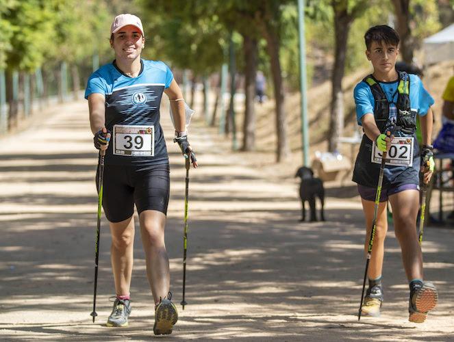 María Carrasco (39) y Oliver Domínguez (302), ambos del Multideporte Huelva, ganadores respectivos en Junior femenino y Alevín masculino. / Foto: Ayuntamiento de Huelva.