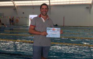El cartayero Pepe Bayo recibió el trofeo al nadador que más metros realizó de manera ininterrumpida con 5.250.