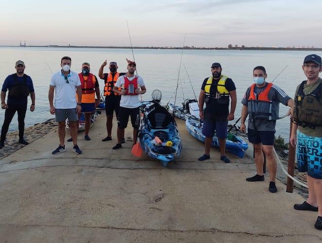 Los vencedores del concurso de Pesca en Kayak celebrado con motivo de la festividad de la Virgen de la Cinta.