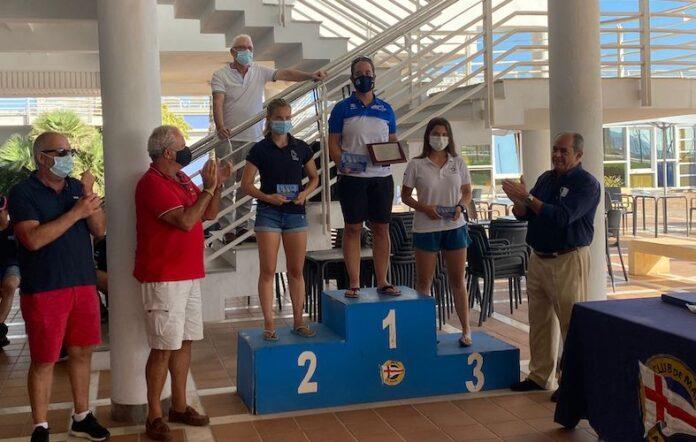 Podio femenino de la prueba náutica celebrada en Almería, con Irene Serra en la tercera plaza.