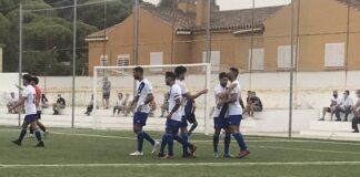 Los jugadores del Recre celebran el primero de los goles de Chendo Alarcón. / Foto: F. O.