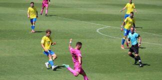 Tras el debut en Cádiz, el San Roque sólo piensa en ganar este domingo al Coria. / Foto: @SanRoqueLepe.