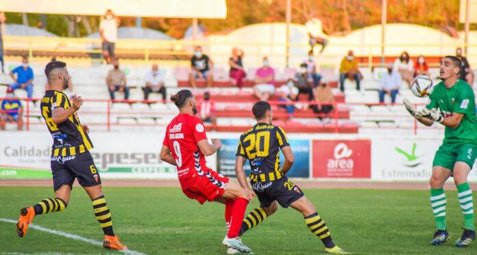 El San Roque, tras empatar sin goles en Don Benito, buscará este domingo su primer triunfo de la temporada ganando el Tamaraceite. / Foto: @CDDonBenito1928.