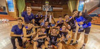 Alegría de los jugadores del Huelva Comercio tras victoria ante el CB Cimbis. / Foto: C. Verdier.