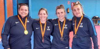 Almudena Gómez, segunda por la izquierda, con el equipo de la UCAM Murcia. / Foto: @JudoHuelva1