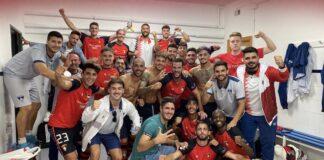 Felicidad en los jugadores del Ayamonte tras ganar en casa al Atlético Central. / Foto: @ayamonte_cf.
