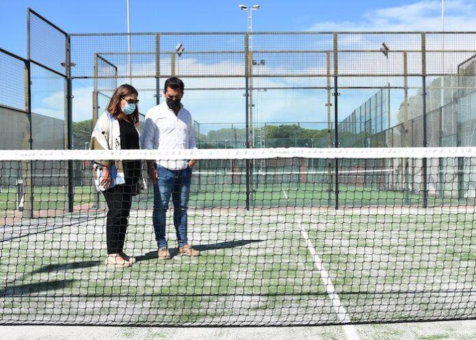 El Ayuntamiento de Punta Umbría ha realizado mejora en el firme de las pistas de pádel del polideportivo municipal Antonio Gil Hernández.