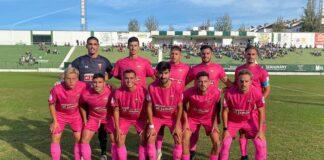 El San Roque compareció en el Nuevo Maulí con su equipación rosa con motivo del Día Mundial de la Lucha Contra el Cáncer de Mama. / Foto: Kiko Vázquez.