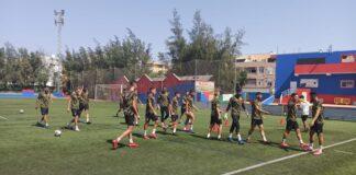 Los jugadores del San Roque, durante el entrenamiento de este sábado en las instalaciones del CD San Pedro Mártir. / Foto: @SanRoqueLepe.