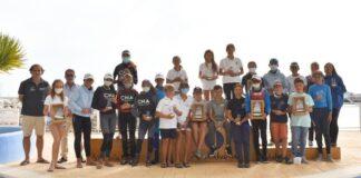 Los ganadores en las diversas categorías en el 6º Trofeo de la Hispanidad de Óptimist celebrado en la bahía de Cádiz.